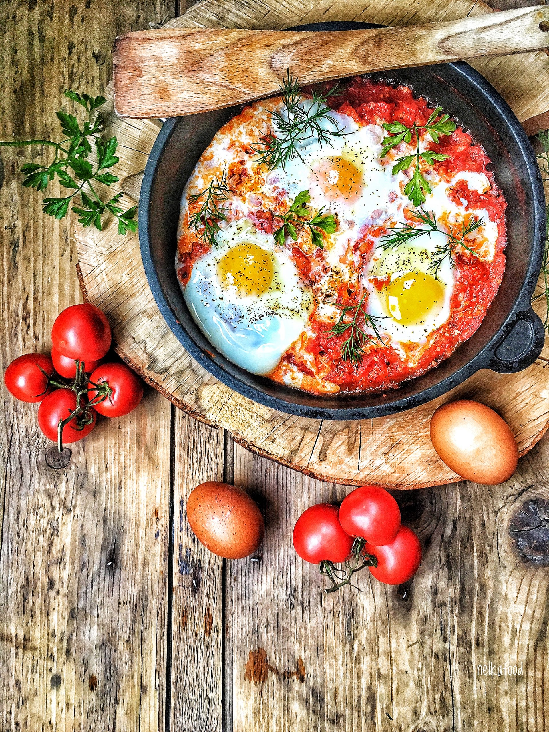 Vajíčka v paradajkách
