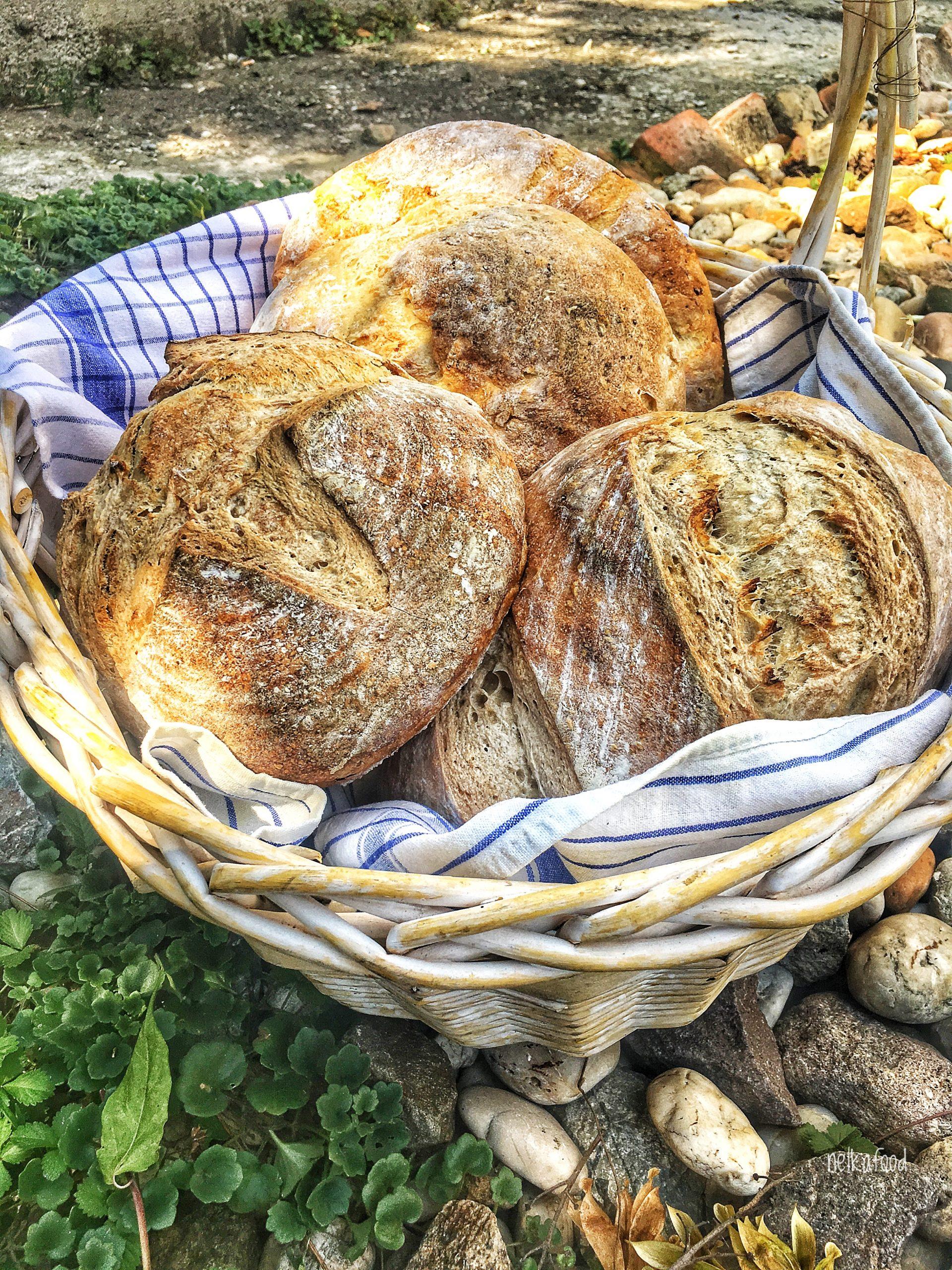 Chlieb v košíku