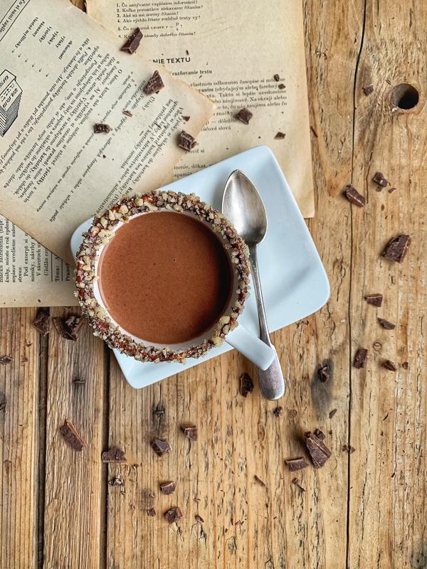 Horúca čokoláda v pohári