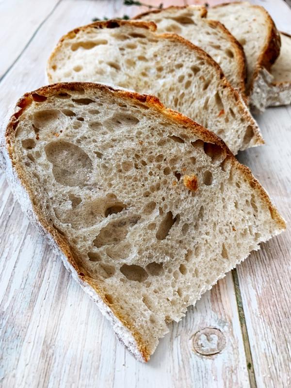 Kváskový chlieb s vysokou hydratáciou