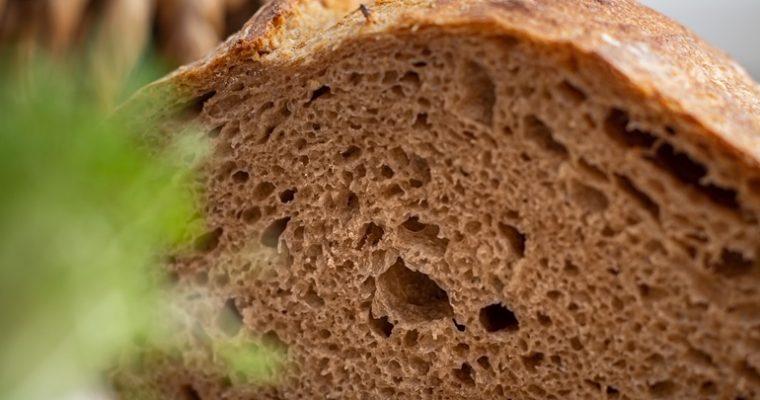 Špaldový chlieb z ručne mieseného cesta